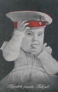 Baby med tysk hue - med teksten majestætens yngste rekrut