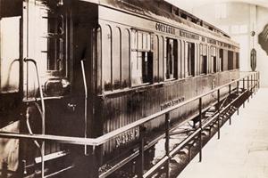 Foch's togvogn udstillt i Paris