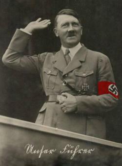 Hitler bærende sit jernkors