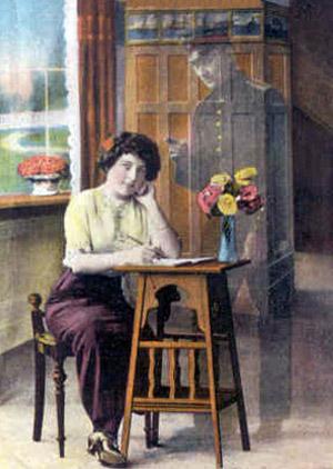 Kvinder skriver til hendes soldat