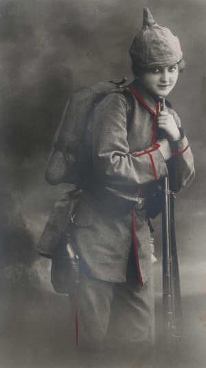 en tysk kvinde i feltgrå