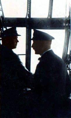 Kommandanten Fritz i en gondol på en Zeppelin
