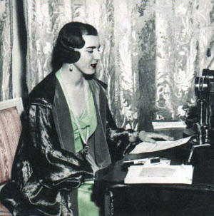Dronningen ved hendes skrivebord