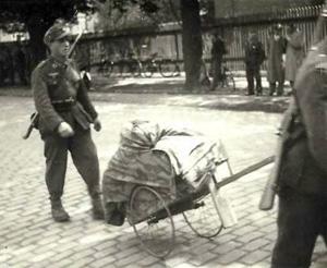 Tyske soldater marcherer mod Tyskland fra Odense