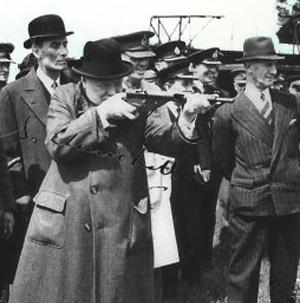 Winston Churchill med et gevær