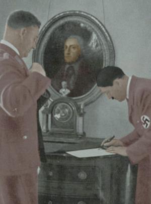 Hitler underskriver et stykke papir