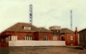 Tysk bygning med høje master på den danske del af Vestvolden