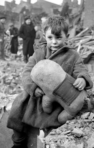 Et barn som overlevede et bombeangreb