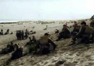 engelske soldater som venter på stranden ved Dunkirk