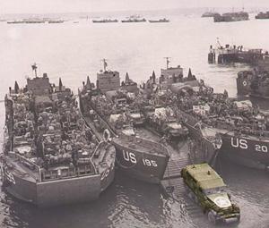Landgangsskibe fyldes op med køretøjer