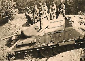 T-34 fotograferet sammen med tyske soldater