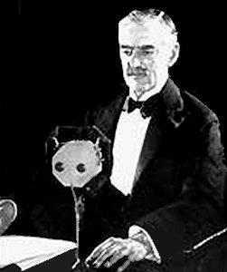 Billede af Neville Chamberlain, der erklærer Tyskland krig i radioen
