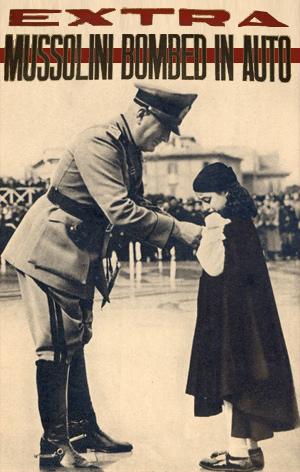 Landsfaderen Mussolini med et barn