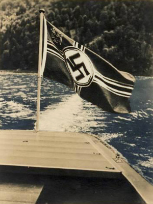 Nazistisk flag på båd